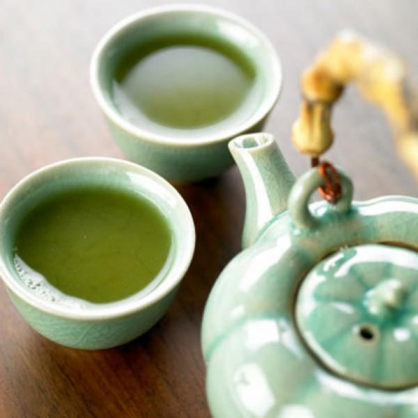 Green tea contains epigallocatechin, which stimulates the nervous system—without elevating your heart rate. People who drank green tea and exercised regularly burned more calories than those who sweated but didn't sip. Three cups a day can torch up to 80 calories.
